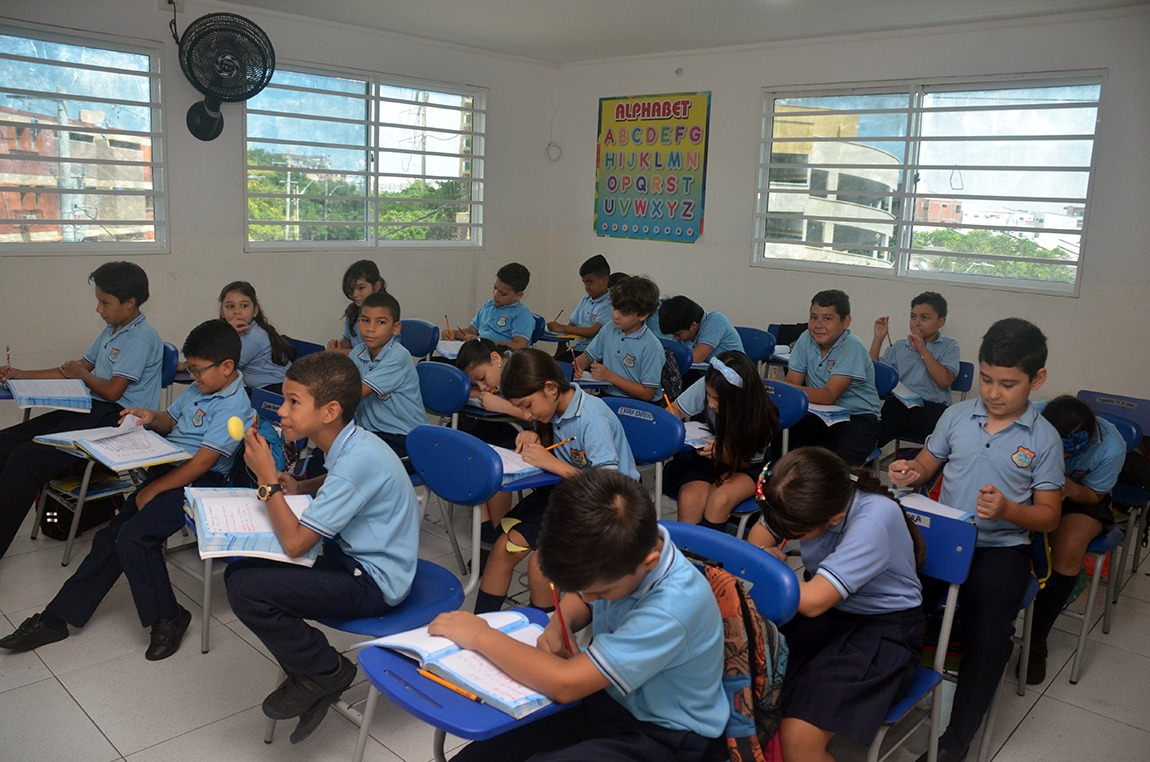 Cologio Bilingue Grow and Learn Salones con Aire Acondicionado