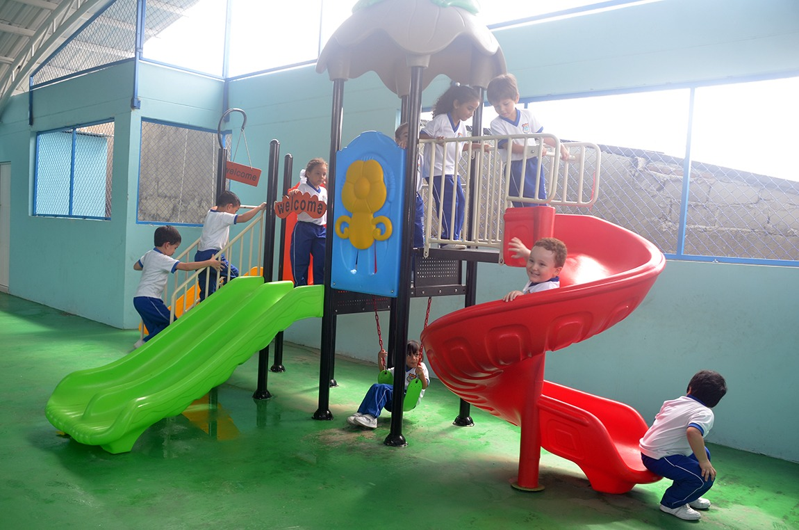 Cologio Bilingue Grow and Learn parque infantil